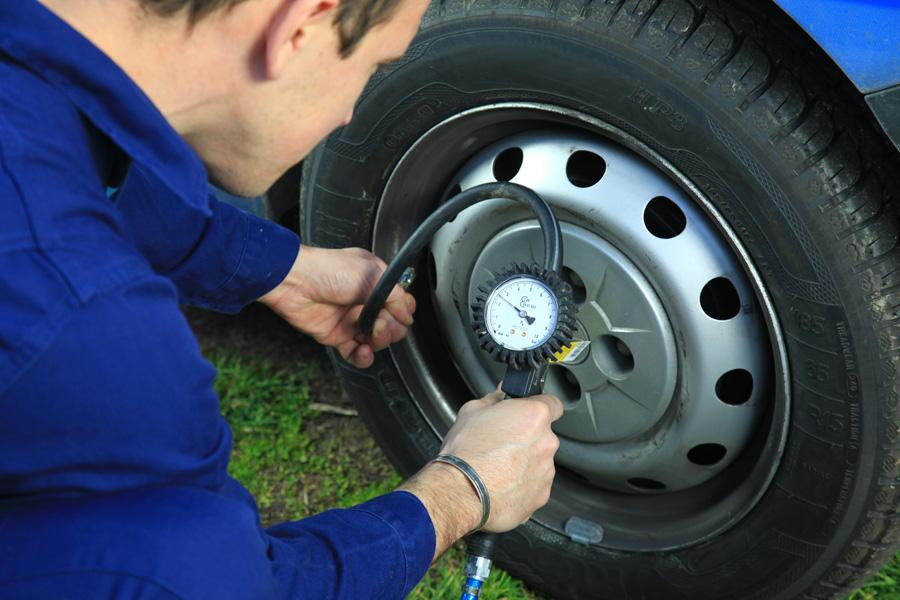 Comment vérifier l'état de ses pneus