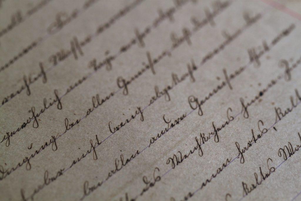 écrire un roman pattes de mouches