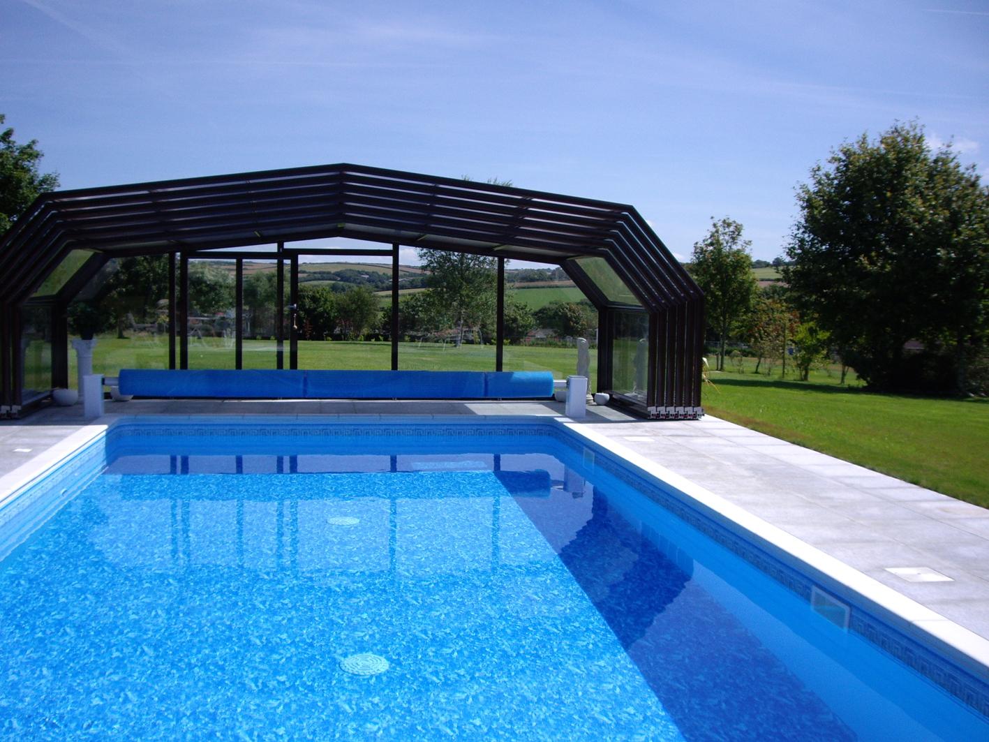 4 questions se poser avant d 39 acheter un abri de piscine. Black Bedroom Furniture Sets. Home Design Ideas
