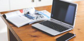 Photo ordinateur sur bureau
